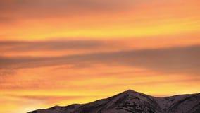 在Peavine山里诺内华达的红色云彩日落时间间隔 股票视频