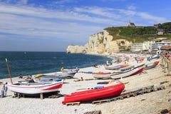 在peeble海滩的小船在Etretat诺曼底法国 库存图片