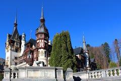 在Peles城堡的秋天,罗马尼亚 免版税库存图片