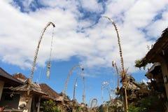 在Penglipuran村庄附近,一个偶象传统邻里 图库摄影