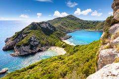 在Pepninsula的双海滩在科孚岛海岛上 免版税库存照片