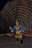 在perahera的孔雀舞蹈,斯里兰卡 免版税库存照片