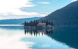 在Perast附近的海岛修道院圣乔治 免版税库存图片