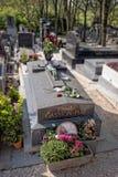 在Pere Lachaise公墓的伊迪丝Piaf坟墓在巴黎 免版税库存图片