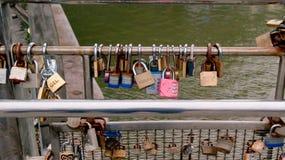 在Pero ` s桥梁的Lovelocks在布里斯托尔 免版税图库摄影