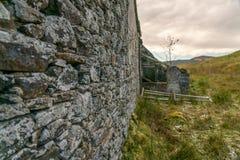 在Perthshire的被放弃的农舍停泊苏格兰 库存图片