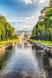 在Peterhof宫殿和海海峡,俄罗斯的风景看法 库存图片