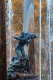 在Peterhof的狮子小瀑布 图库摄影
