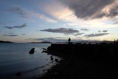 在Petone海滩,惠灵顿的晚上光 免版税图库摄影