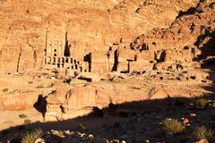 在Petra的缸坟茔在日落,约旦 库存照片