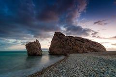 在Petra tou Romiou,美之女神出生地的晚上风景  帕福斯 塞浦路斯 库存图片