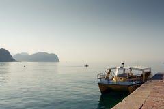 在Petrovac的小船 库存图片