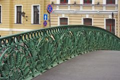 在Pevchesky桥梁的花格在圣彼得堡 库存照片