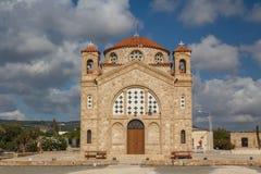 在Peyia附近的教会 库存图片