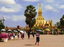 在Pha前面的正方形那Luang寺庙复合体 免版税图库摄影