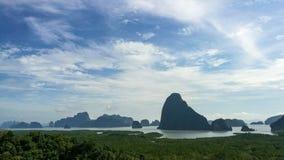 在phangnga海湾小山上面的好看法  免版税图库摄影
