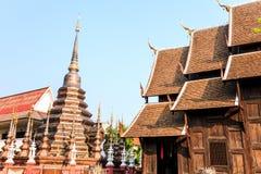 在phann陶寺庙的古铜色stupa 库存照片