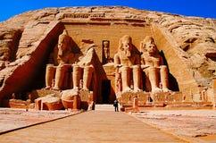 在Phar期间,王朝两个巨型的岩石寺庙部份看法,双寺庙最初被雕刻了在山腰外面 库存照片
