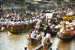 在Phaung Daw Oo塔节日的交通堵塞,缅甸 图库摄影