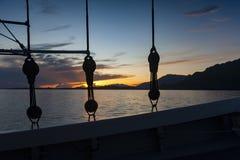 在Phinisi大篷车的印度尼西亚巡航 免版税图库摄影