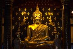 在Phisanulok寺庙的金黄pra phutasinsri菩萨雕象图象 免版税库存图片