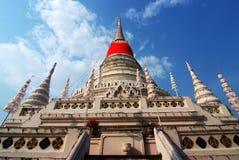 在Phra Samut Chedi的stupa 免版税库存照片