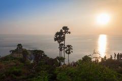 在Phromthep海角, Rawai,普吉岛,泰国的日落 图库摄影