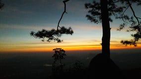 在Phu Kradueng国立公园的日出 库存照片