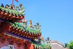 在Phuoc Kien礼堂会安市,越南的屋顶艺术联合国科教文组织世界遗产名录 免版税库存图片