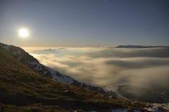 在Piatra Craiului山的山夜间 免版税图库摄影