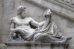 在Piazza del Campidoglio,罗马的雕象 库存图片
