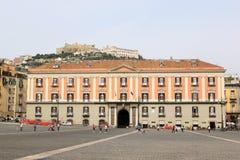 在Piazza del Plebiscito,那不勒斯,意大利的Palazzo Salerno 库存照片