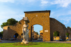 在Piazzale di波尔塔Romana,佛罗伦萨的雕象 免版税库存图片