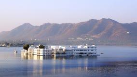 在Pichola湖和Palas的看法 Udajpur,印度 库存图片