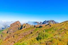 在Pico附近的山风景做Arieiro 免版税图库摄影