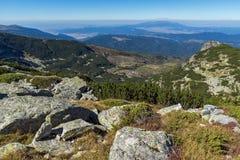 在Pig湖附近的全景, Rila山 免版税库存图片