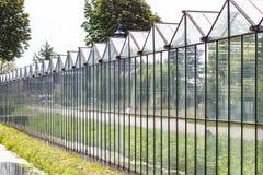 在Pijnacker,荷兰附近的温室建筑 库存照片