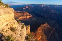 在Pima问题的日出的大峡谷,南外缘,亚利桑那,美国 免版税库存照片