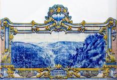 在Pinhao,杜罗河谷,葡萄牙的火车站的Azulejos 库存照片