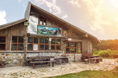 在Pirin山,保加利亚的小屋 库存照片