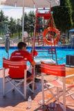 在Piscina梭子鱼附近游泳池的救生员,圣Cesario 免版税库存照片