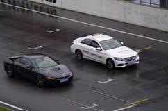 在pitlane moscowraceway赛车跑道的安全矿车 免版税库存照片