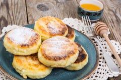 在pl的早餐俄国传统酸奶干酪薄煎饼 库存照片