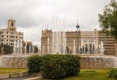 在PlaA§aa de Catalunya,巴塞罗那的喷泉 免版税库存图片