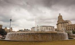 在PlaA§aa de Catalunya,巴塞罗那的喷泉 免版税库存照片