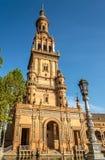 在Place de西班牙北部塔的看法在塞维利亚,西班牙 免版税图库摄影