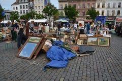 在Place du Jeu de Balle的跳蚤市场在布鲁塞尔,比利时 免版税库存照片