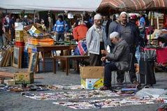 在Place du Jeu de Balle的跳蚤市场在布鲁塞尔,比利时 免版税图库摄影
