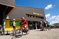 在Planai滑雪的Bikepark开始地区2017年8月15日在施拉德明,奥地利 免版税库存照片