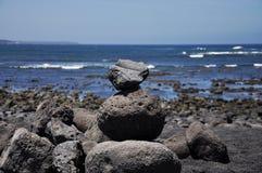 在Playa de Janubio的石头在兰萨罗特岛,加那利群岛,温泉 免版税库存照片